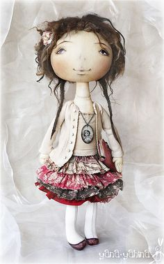 Dolls -- love the doll faces and esp their clothes! from Russia..