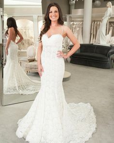 The Winning Look For Theknotdreamwedding This Fit And Flare Bridal Gown By Pnina Tornai Creates Drama With An Elegant Silhouette Trendy Low Back