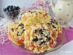 Ala piecze i gotuje: Drożdżówki z borówką amerykańską i kruszonką
