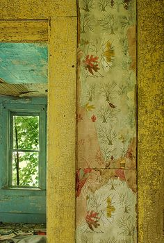 Layers of wallpaper in abandoned home Wabi Sabi, Das Haus In Montevideo, Old Wallpaper, Peeling Wallpaper, Wallpaper Awesome, Wallpaper Designs, Deco Boheme, Mellow Yellow, Bright Yellow