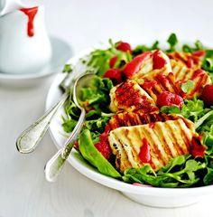Halloumia ja vadelmia salaattipedillä