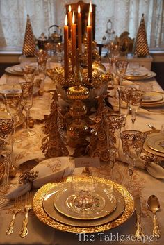 shiny gold plates - a classic table