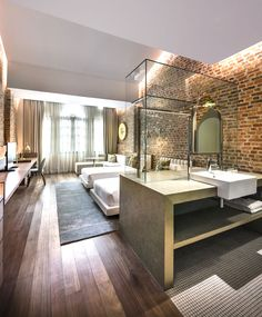 Loke Thye Kee Residences is situated in the heart of Georgetown Penang, one of 5 Malaysian UNESCO world sites rich in heritage. MOD's design draws inspiration from this heritage and specifically the historic Loke Thye. Interior Modern, Brick Interior, Interior Ideas, Design Hotel, House Design, Design Design, Design Trends, Design Ideas, Soho House