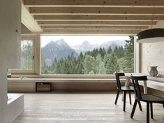 Gravasoni Gray 23 dining chairs and a Flos Smithfield black pendant in the dining area. #austria #cabins #living