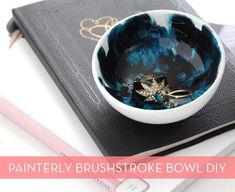#DIY - colorful glazed brushstroke bowls! Great gift idea!