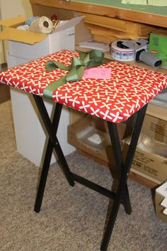 Second TV tray ironing board. Similar to first, but a few extra tips. While I love this idea. That way when they get dirty, just toss them in the wash. Diy Ironing Board, Ironing Board Covers, Quilting Room, Quilting Tips, My Sewing Room, Sewing Rooms, Sewing Crafts, Sewing Projects, Sewing Ideas