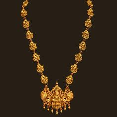 Looking for gold and diamond jewellery? Vummidi has the best collection of diamond rings, diamond earrings and gold jewellery, handcrafted to perfection. Gold Temple Jewellery, Gold Wedding Jewelry, Gold Jewelry Simple, Gold Jewellery Design, India Jewelry, Diamond Jewellery, Jewelry Sets, Gold Necklace, Necklace Set