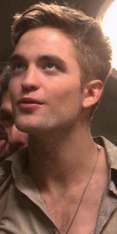 Robert Pattinson in water for elephants