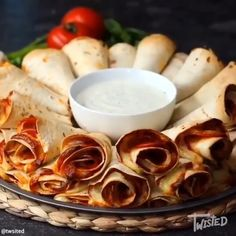 This Pizza Cone Dip Ring is serious summer party goals! 👌🏻 Make sure this delicious platter features at all of your gatherings by trying… Yummy Appetizers, Appetizer Recipes, Snack Recipes, Pizza Appetizers, Pizza Twists, Pizza Cones, Gourmet Recipes, Cooking Recipes, Pizza Wraps