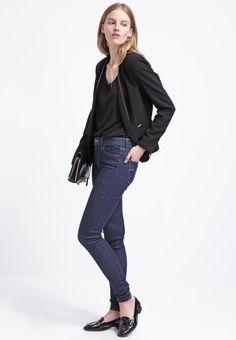 ¡Cómpralo ya!. Guess Savina Blazer black.  , americana, americana, blazer, levita, levita, americanas, americanabásica, blezer, blazerdepunto, frock-coat. Americana  de mujer color negro de Guess.