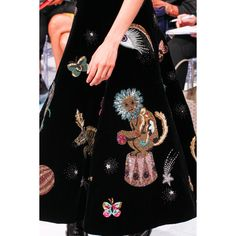 The complete Schiaparelli Fall 2016 Couture fashion show now on Vogue Runway. Haute Couture Style, Couture Mode, Couture Details, Fashion Details, Couture Fashion, Runway Fashion, Juicy Couture, Fashion Week, Fashion Art