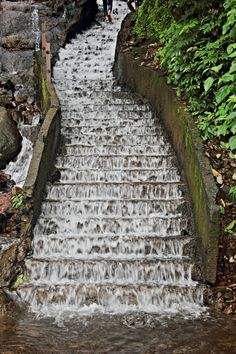The steps along the side of the Dhab-Dhabba waterfalls on the way to Amboli, India Kochi, East Africa, Goa, Waterfalls, Kerala, Railroad Tracks, To Go, Sidewalk, Stairs