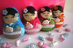 Mamãtrioskas by Paula Da Silva Felt Dolls, Doll Toys, Sewing Case, Wool Felt, Felted Wool, Matryoshka Doll, Doll Crafts, Felt Ornaments, Christmas Baubles