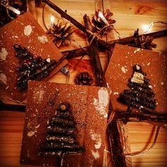 Používateľ Zuzana zdieľal fotku na Instagrame: 🌲 Dnes sme opäť tvorili z prírodných materiálov, teda z papekov 😜 slušne povedané z konárikov 💖 🌟… • Pozrite si v jeho profile 35 fotiek a videí. Gingerbread Cookies, Gift Wrapping, Gifts, Instagram, Gingerbread Cupcakes, Gift Wrapping Paper, Presents, Wrapping Gifts, Favors