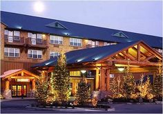 Heathman Lodge is conveniently located in the popular Van Mall area. Featuring a complete list of amenities, guests will find their stay at the property a comfortable one. Service-minded staff will welcome and guide you at the Heathman Lodge. Davenport Hotel, Vancouver Hotels, Vancouver Washington, Washington State, Columbia River Gorge, Beautiful Hotels, Stay The Night, Pacific Northwest, Hotel Offers