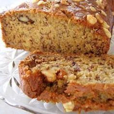 Applesauce works wonders in our lightened-up version of a classic low-calorie banana bread recipe. Who doesn't love a warm piece of fresh banana bread? Low Fat Banana Bread, Banana Bread Recipes, Banana Nut, Great Recipes, Favorite Recipes, Good Food, Yummy Food, Easy Bread, Calories