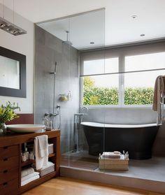 Suelo de madera en el cuarto de baño