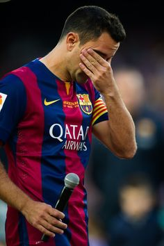 BARCELONA SPAIN - MAY Xavi Hernandez of FC Barcelona cries as he speaks to the spectators after the La Liga match between FC Barcelona and RC Deportivo La Coruna at Camp Nou on May 23 2015 in Barcelona Spain. (Photo by Alex Caparros/Getty Images) Xavi Hernandez, Fc Barcelona Wallpapers, Barcelona Football, Soccer Pictures, The Spectator, Camp Nou, Champions, Football Players, Club