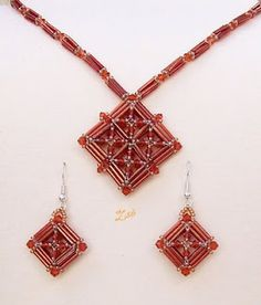 Square pendant or earring components with bugle beads Seed Bead Necklace, Seed Bead Jewelry, Bead Jewellery, Beaded Earrings, Pendant Jewelry, Jewelry Sets, Beaded Jewelry, Handmade Jewelry, Jewelry Making