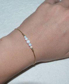 Opal blanco pulsera pulsera Tiny Opal Punto por ModernJewelBoutique