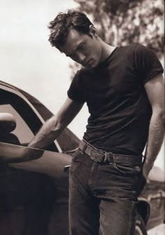 Jude Law...... Yes please