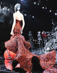 - watching all the current shows and really just nothing compares to old school // this is from Fall/Winter 2009 Couture show. // Actually maybe Iris van Herpen but she was apprenticing with him then. Couture Fashion, Runway Fashion, Fashion Art, High Fashion, Fashion Show, Fashion Design, Gowns Couture, Chanel Couture, Alexandre Mcqueen