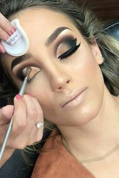 20 Inspired Makeup Ideas Makeup tips are very useful. As women, we want to look beautiful every day, more for ourselves than for anyone else. Because Makeup helps to boast th… Glam Makeup, Skin Makeup, Eyeshadow Makeup, Beauty Makeup, Makeup Eye Looks, Beautiful Eye Makeup, Smokey Eye Makeup, Smoky Eye Makeup Tutorial, Creative Eye Makeup