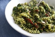 Snelle én gezonde pasta met spinazie en salami