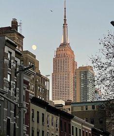 New York Life, Nyc Life, City Aesthetic, Travel Aesthetic, Building Aesthetic, Urban Aesthetic, Empire State Of Mind, Empire State Building, A New York Minute