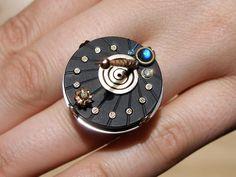 Claudio Pino  11am > Cadran solaire - Bague personalisée Sundial - Custom work Onyx, diamonds, moonstone!