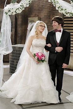 """Simon Helberg as Howard and Melissa Rauch as Bernadette in """"The Big Bang Theory"""""""