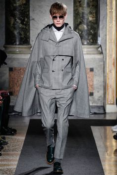 Ports 1961 presented its Fall/Winter 2014 collection during Milan Fashion Week. Fashion Details, Look Fashion, High Fashion, Winter Fashion, Fashion Show, Fashion Design, Fashion Cape, Fashion 2015, Moda 80s
