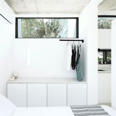 Milan-based studio, Mandalaki Design Studio, has created a gorgeous all-white Monocabin designed as a prototype for micro-living rentals located on the Greek island of Rhodes. Modular Cabins, Prefab Cabins, Modular Homes, Prefab Homes For Sale, Modern Prefab Homes, Modular Design, Miniature Houses, Cabin Homes, Little Houses