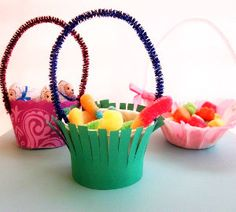 How cute are these Little Easter Treat Baskets?!