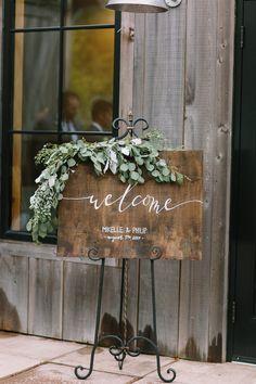 Elegant rustic wedding welcome sign with eucalyptus. See more: http://www.confettidaydreams.com/rustic-elegance-wedding/