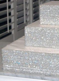 Ideas diy wedding cake stand bling for 2019 Bling Wedding Cakes, Diy Wedding Cake, Wedding Cake Stands, Cupcake Stands For Weddings, Bling Party, Cupcake Stand Wedding, Sparkle Wedding, Bling Cupcakes, Wedding Centerpieces