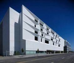 Architecture moderne et d constructivisme le mus e royal for Architecture commerciale definition