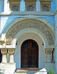 Posts about Door on Historic Houses of Romania - Case de Epoca Old Doors, Stage Design, Historic Homes, Doorway, Historian, Romania, 18th Century, Taj Mahal, Beautiful Places