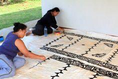 Tongans Making Tapa Cloth. Friendly Islands, Tapas, Polynesian Art, Sea Art, Tonga, Art History, Festivals, Blood, Carving