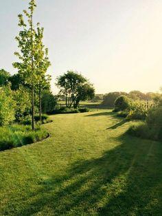 Landscape Gardeners Are Like Outside Decorators! Waw What A View Big Garden, Dream Garden, Terrace Garden, Herb Garden, Garden Beds, Garden Landscape Design, Garden Landscaping, Minimalist Garden, Garden Architecture