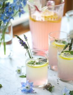 Layered Spiked Lemonade Tastes Even Better Than It Looks 30 Easy Summer Cocktails – Best Recipes for Refreshing Summer Drinks Refreshing Summer Cocktails, Spring Cocktails, Fruity Cocktails, Ranch Water Recipe, Spiked Lemonade, Flavored Lemonade, Smoothies, Lime Punch, Punch Recipes