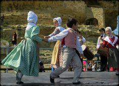 La danse du Printemps...  Site - http://mistoulinetmistouline.eklablog.com Page Facebook - https://www.facebook.com/pages/Mistoulin-et-Mistouline-en-Provence/384825751531072?ref=hl