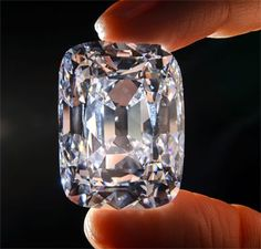 The famous 76 Carat Archduke Joseph Diamond in auction sold for a record breaking million dollars Gems Jewelry, Gemstone Jewelry, Fine Jewelry, Jewellery, Gem Diamonds, Colored Diamonds, Diamond Gemstone, Diamond Jewelry, Rocks And Gems