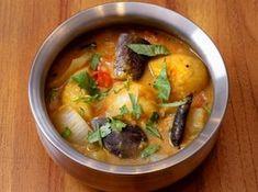 サンバル(豆と野菜のカレー) - ナイル 善己シェフのレシピ。南インドの料理のひとつ、スパイスと季節の野菜の旨みを楽しむスープ仕立てのカレー。 インドでよく食べられる緑豆の皮をむいたムングダールは、ターメリックと煮込んでペースト状にしてからカレーに加えます。 野菜は火の通る時間を計算して入れてください。辛味は唐辛子の量で調節を。 Indian Food Recipes, Asian Recipes, Ethnic Recipes, Indian Foods, Good Food, Yummy Food, Soups And Stews, Cheeseburger Chowder, Thai Red Curry