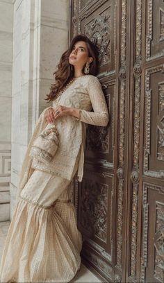 Shadi Dresses, Indian Gowns Dresses, Indian Fashion Dresses, Indian Designer Outfits, Unique Dresses, Stylish Dresses, Pakistani Fashion Party Wear, Pakistani Wedding Outfits, Pakistani Dresses Casual