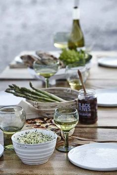 Enjoy simple gatherings outdoor. House Doctor tableware.