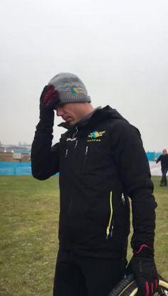 Thibau Nys pakte zaterdag op de renbaan van Oostende zijn eerste Belgische titel veldrijden. Bij de nieuwelingen knalde hij in zijn allereerste kampioensch...