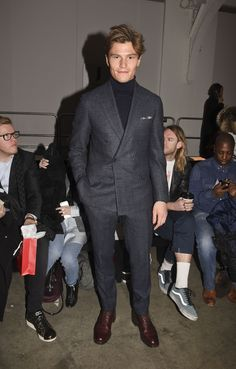 Oliver Cheshire Fashion Week Style: Oliver Does Chic with Thom Sweeney Suit + Turtleneck Mens Fashion Blog, Fashion 101, Man Fashion, How To Wear Turtleneck, Turtleneck Style, Oliver Cheshire, Most Stylish Men, Party Suits, Blazer Fashion