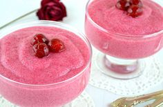 This is a delicate and delicious semolina-based cherry mousse. Yummy Treats, Delicious Desserts, Chocolate Heaven, Romantic Dinners, Desert Recipes, No Bake Desserts, I Foods, Baked Goods, Mousse
