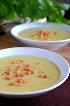 Pyszna zupa cebulowa, która – jak większość przygotowywanych przeze mnie zup-kremów – zawiera dodatek serka topionego, co czyni ją aksamitną...